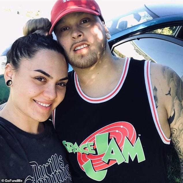 Cặp đôi hạnh phúc trong một bức ảnh chung.