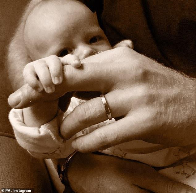 Vợ chồng hoàng tử Harry cho rằng việc chọn bảo mẫu cho từng giai đoạn phát triển của em bé là cần thiết