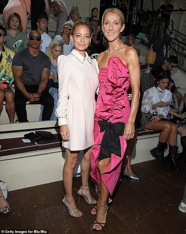 Xuất hiện cùng Celine Dion trong show Miu Miu còn có ngôi sao truyền hình Nicole Richie.
