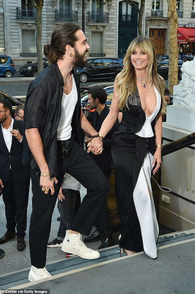 Tại sự kiện còn có sự góp mặt của siêu mẫu Đức Heidi Klum tay trong tay cùng người tình trẻ