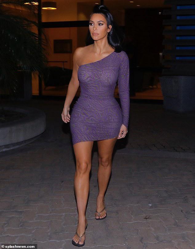 Kim Kardashian đã quyết định đổi tên thương hiệu Kimono sang tên khác sau khi bị chỉ trích quá nhiều