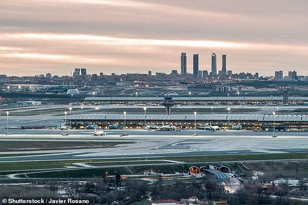 Sân bayBarajasở Madrid, Tây Ban Nha.