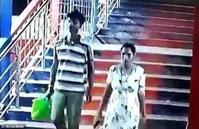 Ratibhawan Dube, 28 tuổi và Pinki, 24 tuổi.
