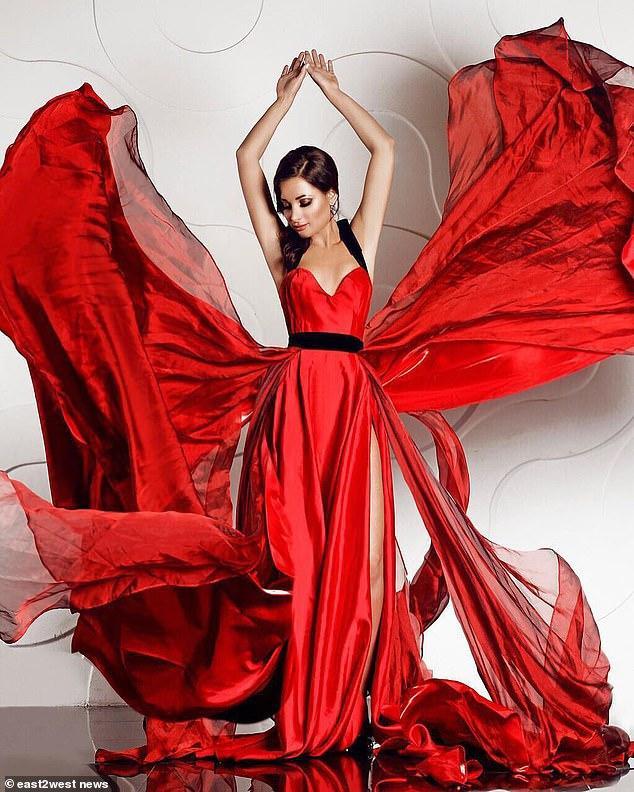 Vẻ đẹp và học thức của Ekaterina khiến cô nhanh chóng nổi tiếng trên mạng xã hội.