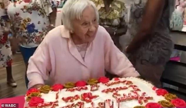 Bà Louise chia sẻ bí quyết sống thọ của bà chính là không lấy chồng.