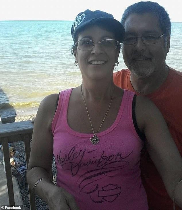 Bà Trainer cảm thấy khó chịu sau chuyến du lịch Carribean với chồng.