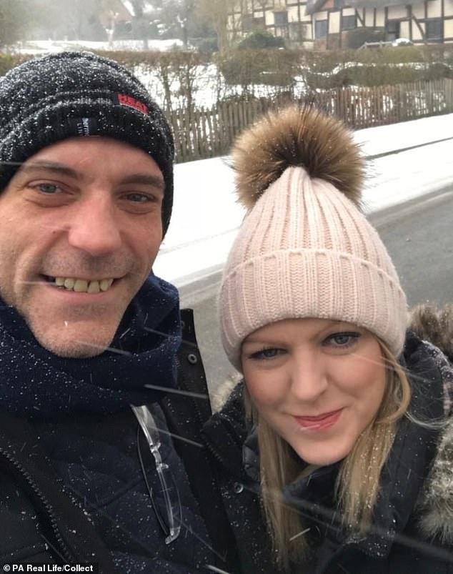Rachel Pighills và người chồng của mình.