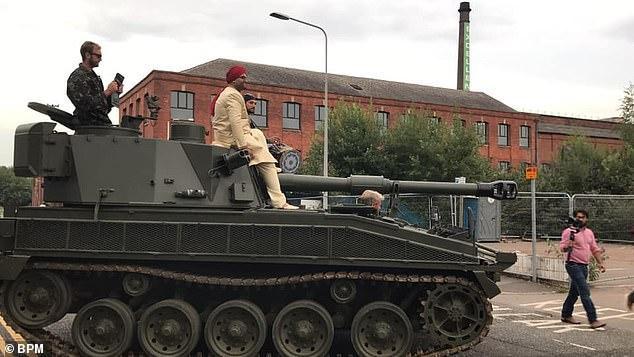 Chiếc xe tăng chỉ cách hôn trường khoảng 200 m.