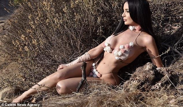 Cắt bỏ xương sườn, nâng ngực, bơm mông… để có ngoại hình giống Kim Kardashian, thậm chí cô nuôi cả mái tóc đen dài để giống cô Kim siêu vòng ba