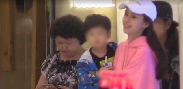 Angelababy nói về tin đồn ly hôn với Huỳnh Hiểu Minh: Thật là lố bịch, tôi xem nó như một trò cười ảnh 1