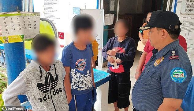 Hai thiếu niên đã bị bắt giữ với cáo buộc cưỡng bức xác chết.