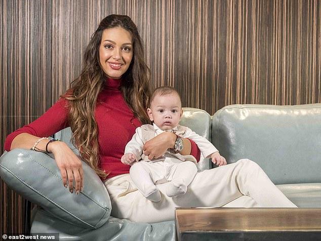 Mẹ con Oksana không được phép tìm đến ông vì bất cứ lý do gì.