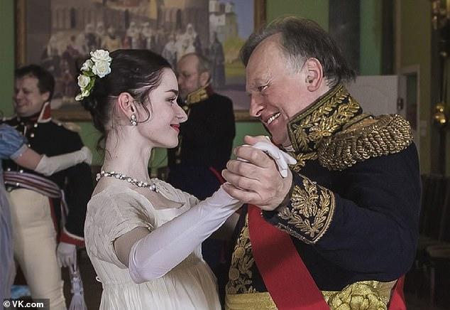 Oleg Sokolov và người tình Anastasia Yeshchenko. Ảnh: VK.com