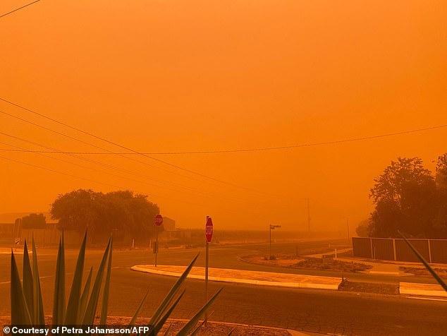 Australia đang đối phó nạn cháy rừng phức tạp.