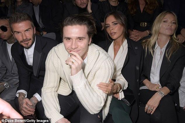 Gia đình Beckham ngồi hàng ghế đầu cùng với mẹ con siêu mẫu nhà Kate Moss
