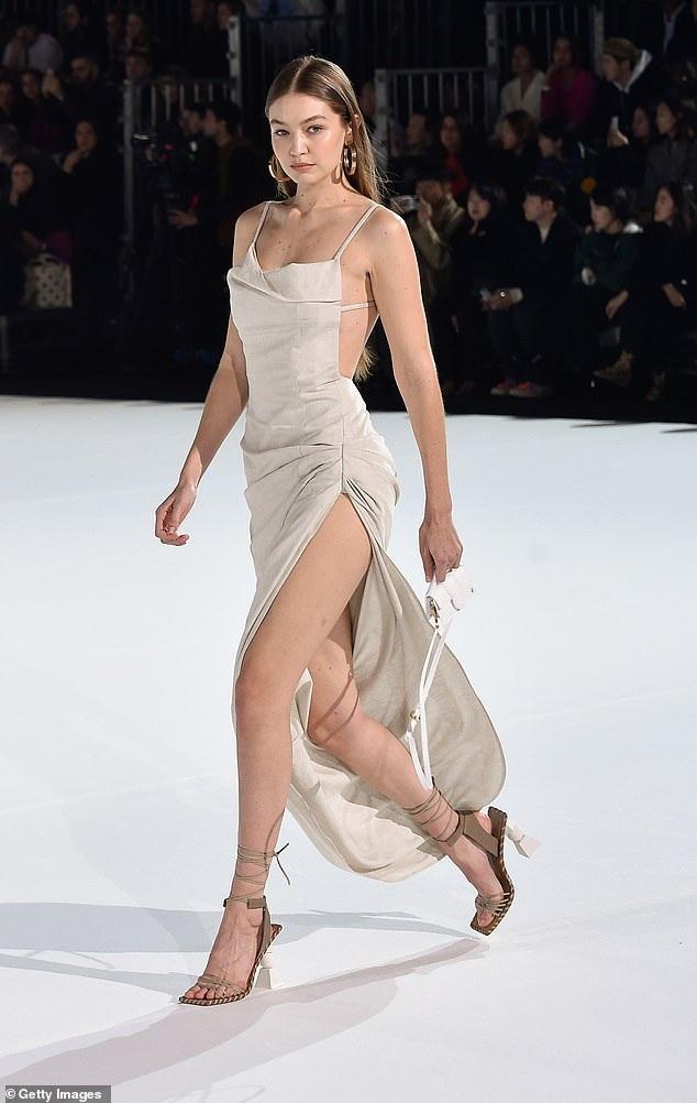Gigi Hadid cùng cô em mở màn cho mùa Tuần lễ thời trang Paris đầu năm 2020 tưng bừng khi sải bước trên sàn diễn của Jacquemus