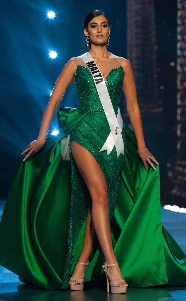 7. Francesca Mifsud – Hoa hậu Hoàn vũ Malta là một trong hai thí sinh diện váy xanh lá trên sân khấu Miss Universe 2018.