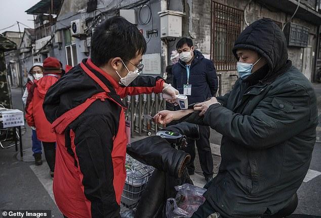 Nghiêm trọng hơn, Huang chỉ là một trong số 300 nữ tù nhân bị nhiễm Covid-19 ở nhà tù Hồ Bắc.