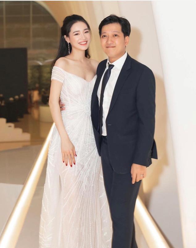 Trường Giang lấy vợ xong là thời trang lên tầm cao mới, có những bộ ít ai dám diện ảnh 0
