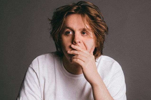 """Với tài sáng tác xuất sắc, giọng ca đầy nội lực, Lewis đã được mệnh danh là """"phiên bản thứ 2"""" của Adele."""