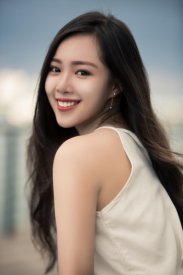 Với lợi thế gương mặt xinh đẹp cùng thân hình chuẩn mẫu, Kim Nguyên đã ghi tên mình vào các cuộc thi nhan sắc và xuất sắc giành được những giải thưởng danh giá như Hoa Khôi Tân Sinh Viên khoa Tiếng Anh Đại học Ngoại Ngữ 2018; Á Khôi 1 Mr&Miss UDN - Sinh viên Tài năng Thanh lịch Đại học Đà Nẵng 2019.