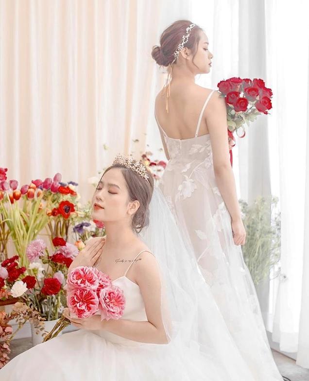 """Trên trang cá nhân, """"cô chủ tiệm nail"""" Huyền My khiến dân tình xôn xao khi đăng tải loạt ảnh trong trang phục váy cô dâu.(Ảnh FBNV)"""