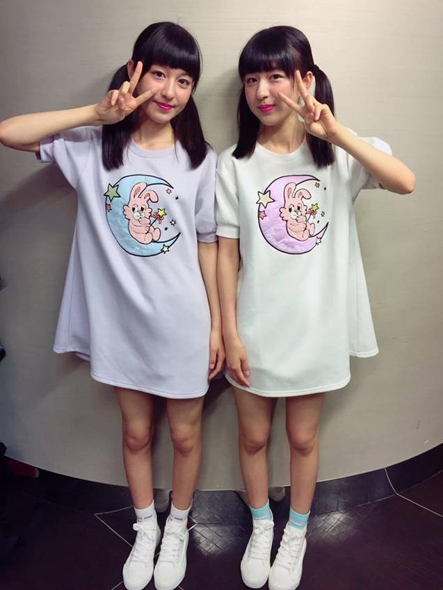 Phong cách của Rika và Riko thường khá đơn giản, trẻ trung và bất cứ cô nàng nào cũng có thể mặc được