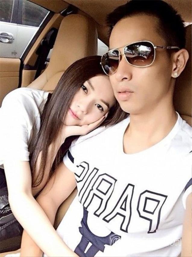 Sau khi kết hôn và sinh con trai Thu Thủy hầu như chỉ đăng ảnh hai mẹ con và không có bóng dáng chồng, đến tối 29/11/2017, nữ ca sĩ chính thức xác nhận đã ly hôn sau 3 năm chung sống