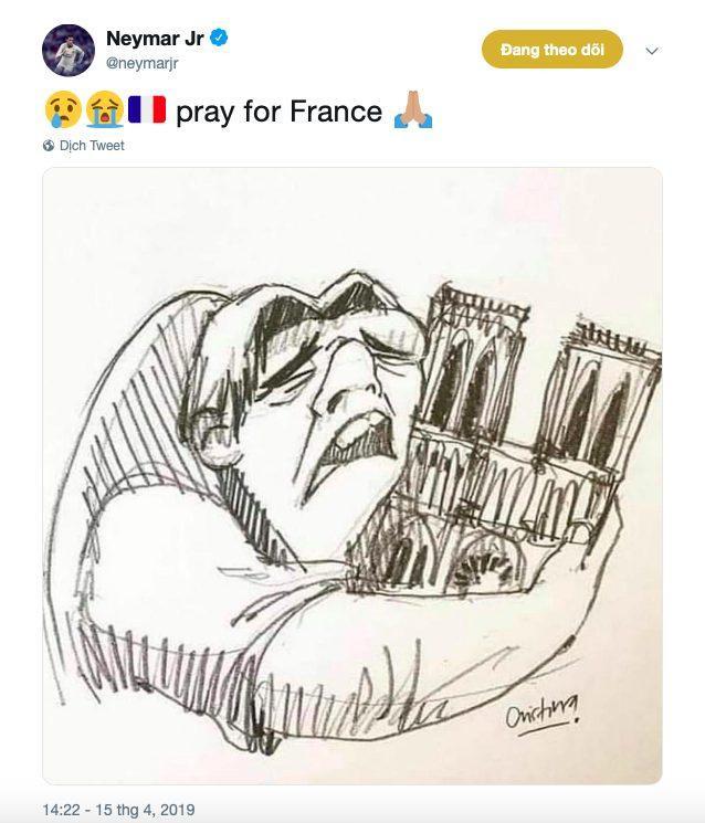 Neymar đăng hình chàng gù Quashimondo ôm lấy Nhà thờ Đức Bà Paris.
