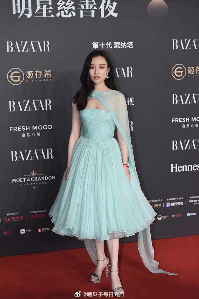 Nghê Ni trong bộ váy xanh biển cúp ngực đến từ nhà mốt Alexandre Authier