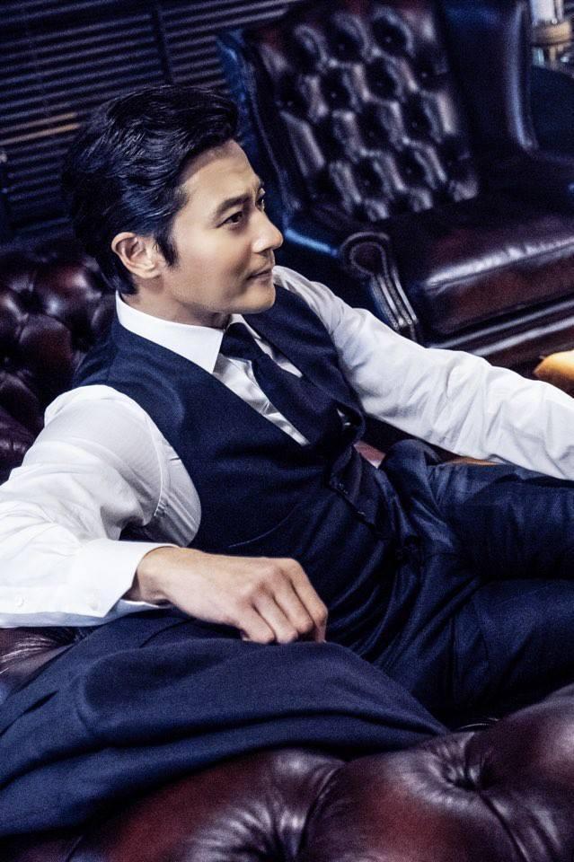 """""""Tài tử"""" điển trai sinh năm 1972 - Jang Dong Gun sẽ vào vai Choi Kyung Seo (nhân vật Harvey Specter trong bản gốc), một luật sư tài năng của công ty luật danh tiếng nhất tại xứ Kim Chi. Đây cũng chính là bộ phim đánh dấu sự trở lại của ngôi sao 45 tuổi trên màn ảnh nhỏ sau 5 năm kể từ bộ phimPhẩm chất quý ông đóng cặp cùng Kim Ha Neul."""