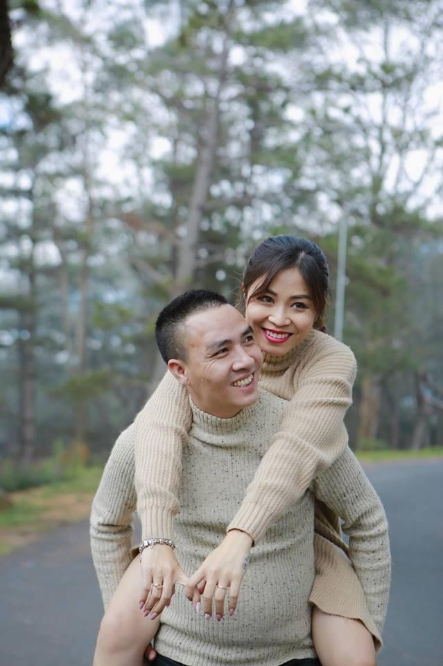 Trước khi xảy ra vụ lùm xùm này, Hoàng Linh và Mạnh Hùng từng khiến khán giả ghen tị trước những hành động ngọt ngào họ dành cho nhau.
