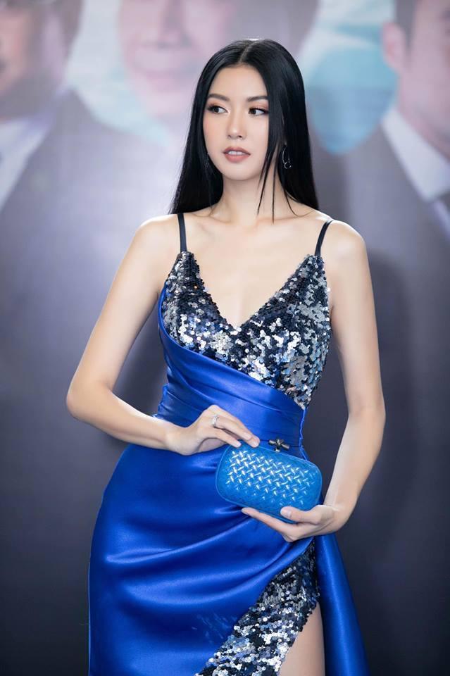 Thật trùng hợp khi chiếc váy này cũng từng được Á hậu Quốc tế Thúy Vân xúng xính trong sự kiện trước đó không lâu.