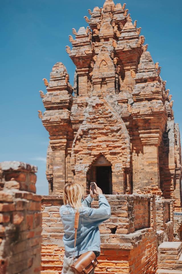Ở đây thường xuyên diễn ra những lễ hội của người Chăm Ninh Thuận như lễ hội Kate.