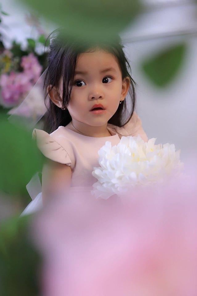 Con gái Hải Băng xinh đẹp 'hút hồn' trong bộ ảnh được nữ ca sĩ chia sẻ trên trang cá nhân