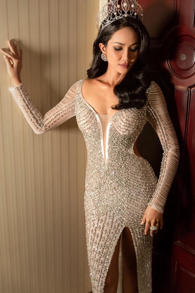 Diện lại chiếc váy đêm chung kết nhưng ở style tóc dài: HHen Niê khiến nhiều người trầm trồ nữ hoàng thảm đỏ đây chứ đâu ảnh 2