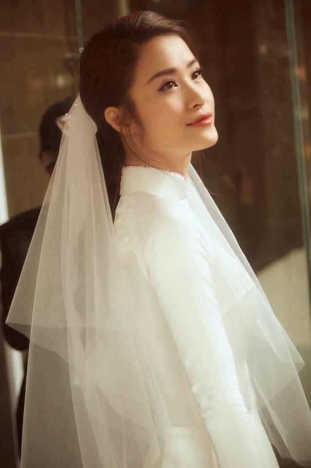 Cô Dâu Đông Nhi rạng rỡ trong ngày cưới