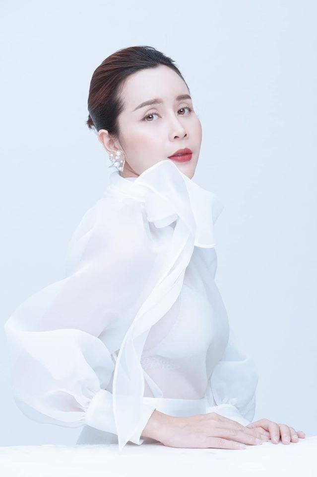 Không chỉ xinh đẹp mà Lưu Hương Giang trông vô cùng trẻ trung