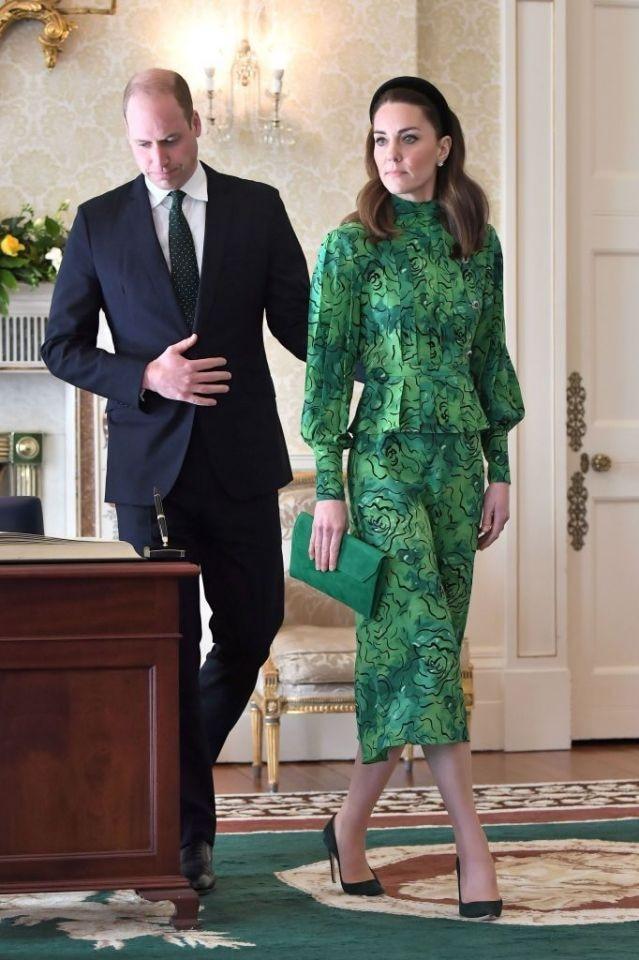Những hình ảnh Công nương Kate tại chuyến công du đến Ireland, trang phục và tông makeup làm tóc của bà mẹ ba con đơn giản hơn rất nhiều