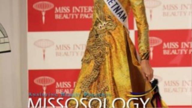 Hình ảnh người đẹp Việt trong phần thi Trang phục truyền thống được diễn đàn sắc đẹp nổi tiếng Missosology đăng tải.