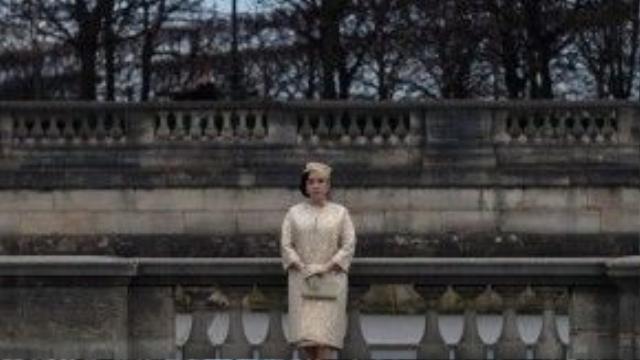 """Xu hướng thời trang cổ điển vẫn thể hiện rõ """"quyền năng"""" tối thượng khi khiến người phụ nữ đạt được những mong muốn của họ bởi sự kết hợp tinh tế, sắc sảo với những món trang sức kim cương diễm lệ, sang trọng."""