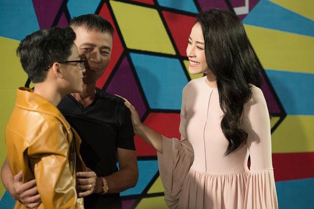 Cô được khen ngợi vì sự khéo léo, tinh tế khi làm MC Giọng hát Việt nhí dù đây là lần thứ hai thử sức với lĩnh vực mới mẻ này.