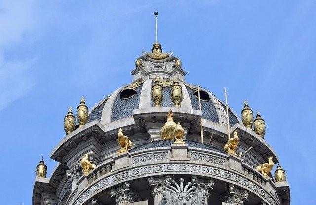Biệt thự dát vàng ở Cầu Giấy gây sốt.