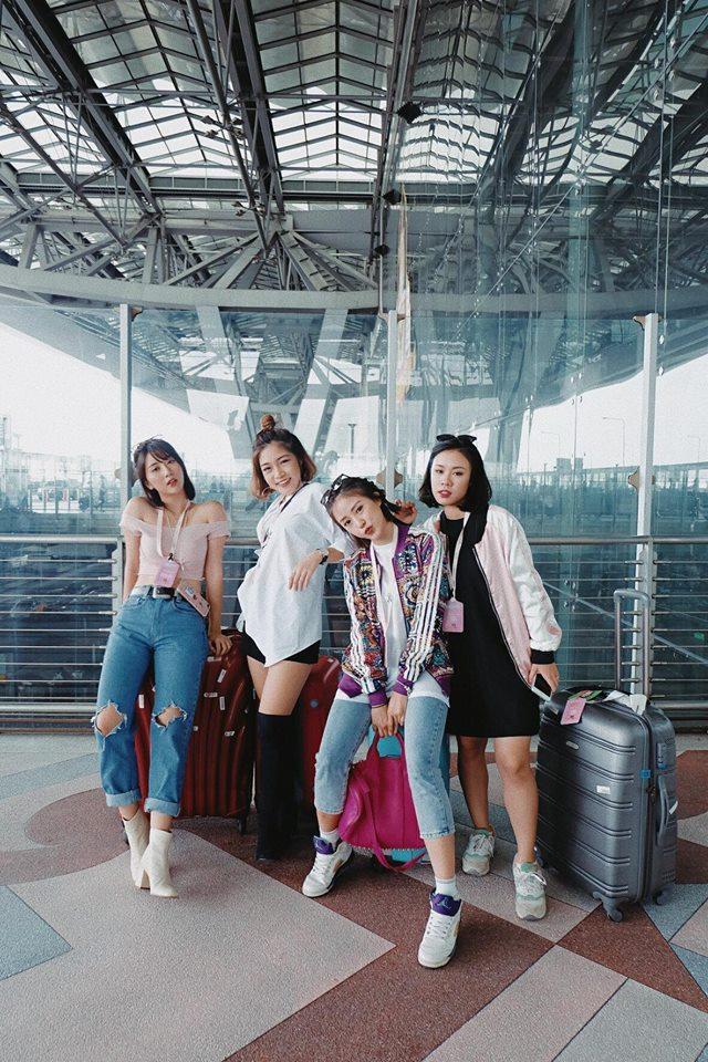 Quỳnh Anh Shyn, Salim cùng hội bạn thân cực chất tại sân bay Thái Lan.