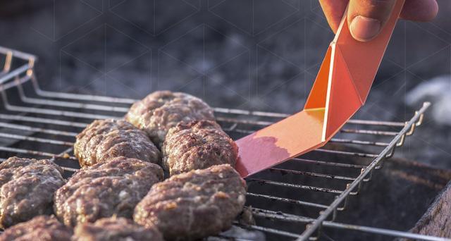 Thiết kế cực kì gọn nhẹ, bộ dụng cụ bếp Ori-Kit có thể chịu được nhiệt độ lên tới 500°F/260°C, vậy nên bạn hoàn toàn có thể mang nó tới các bữa tiệc nướng barbecue hay các buổi cắm trại.