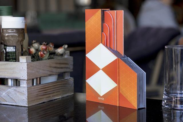 Các bộ dụng cụ bếp Ori-Kit có thể được gập phẳng ra - một giải pháp hữu hiệu nếu bạn sống trong không gian nhỏ hẹp.