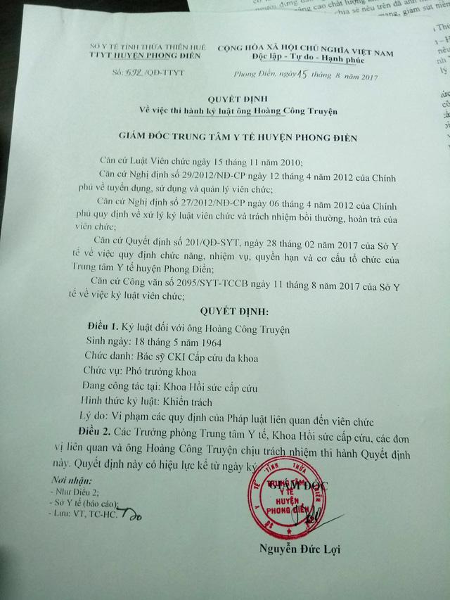 Quyết định xử lý kỷ luật bác sĩ Truyện của Trung tâm Y tế huyện Phong Điền - Ảnh: Đ.THANH
