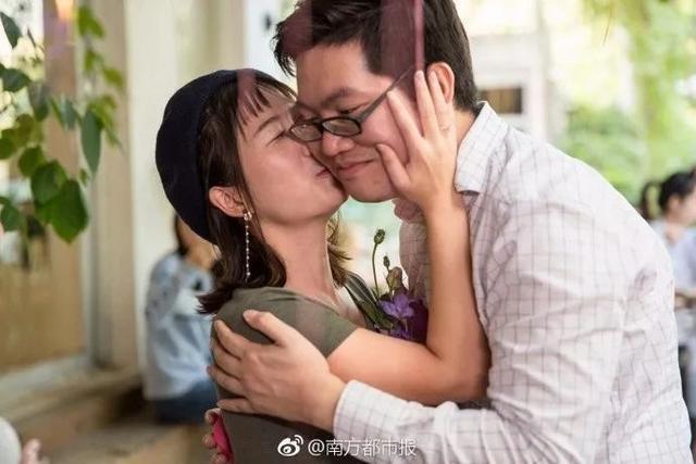 Quen bạn gái qua game, anh chàng không ngần ngại cầu hôn bằng 25 chiếc Iphone X ảnh 2