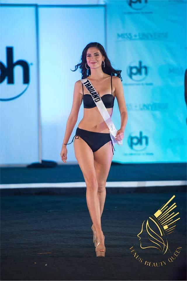 Nét đẹp lai của đại diện Thái Lan – Mareeya Poonlertlarb – thực sự là một ẩn số thú vị của cuộc thi năm nay. Ngoài chiều cao 1m84 cô còn gây ấn tượng với nụ cười ngọt ngào cùng cặp mắt biết nói. Cô đang có phong độ khá tốt tại cuộc thi.
