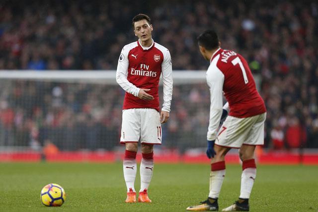 Ozil và Sanchez sẽ tiếp tục gắn bó với Arsenal đến hết mua giải 2017-2018?